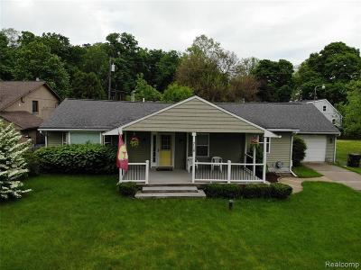 Commerce Twp Single Family Home For Sale: 716 Andrews Street