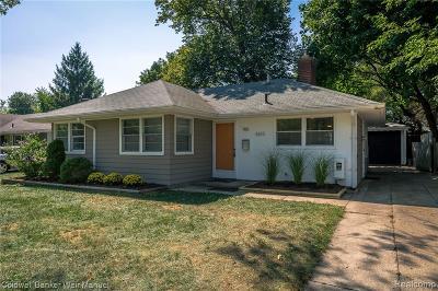 Royal Oak Single Family Home For Sale: 4615 Olivia Avenue