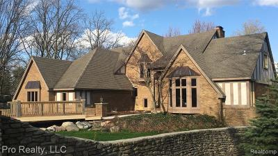 Rochester Hills Single Family Home For Sale: 10 Chalmers Drive