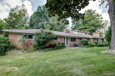 Bloomfield Twp Single Family Home For Sale: 887 Helston Road