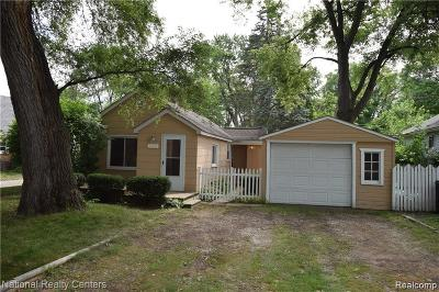 Farmington Hills Single Family Home Contingent - Continue To Show: 21642 Jefferson Street N