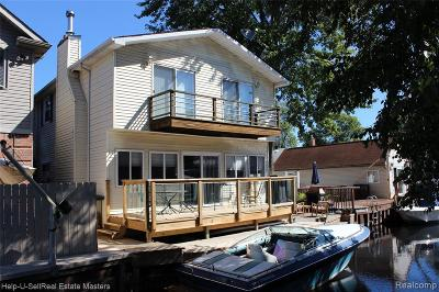 St. Clair Shores Single Family Home For Sale: 22434 Beach Street