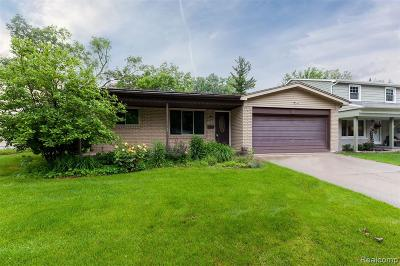 Royal Oak Single Family Home For Sale: 509 Melody Crt