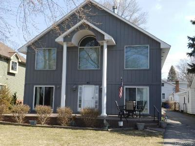 Walled Lake Single Family Home For Sale: 917 E Walled Lake Drive