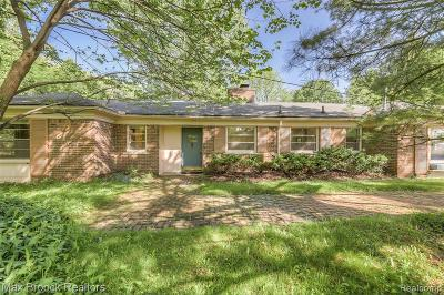 Bloomfield Twp Single Family Home For Sale: 275 Strathmore Road
