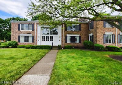 Bloomfield Twp Condo/Townhouse For Sale: 687 E Fox Hills Drive