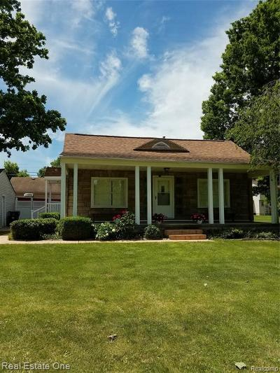 CANTON Single Family Home For Sale: 1613 Oakview Drive