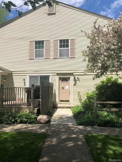 Chesterfield Twp Condo/Townhouse For Sale: 33678 Bayview Drive