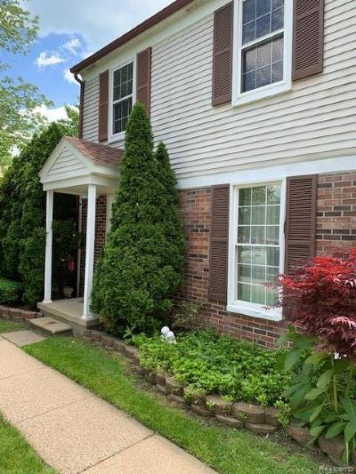 Harrison Twp Condo/Townhouse For Sale: 24640 Meadow Lane