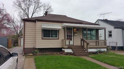 Lincoln Park Single Family Home For Sale: 560 Detroit Avenue