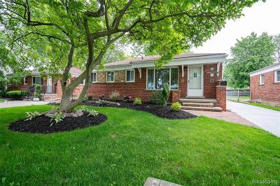 St. Clair Shores Single Family Home For Sale: 26706 Grant Street
