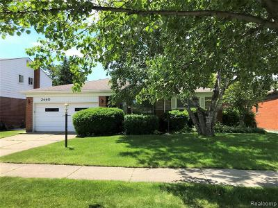 Macomb County Single Family Home For Sale: 2440 Common Road