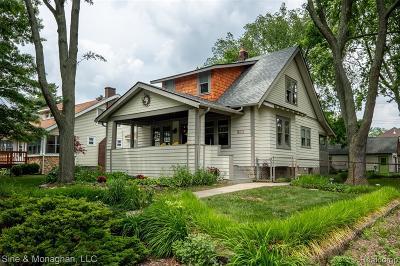 ROYAL OAK Single Family Home For Sale: 233 E Farnum Avenue