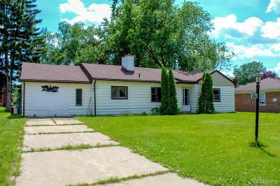 Dearborn Heights Single Family Home For Sale: 6854 Parkway Circle