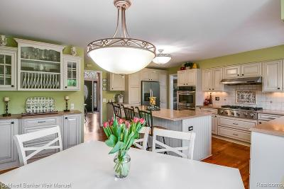 West Bloomfield Twp Single Family Home For Sale: 5350 Midchester Court