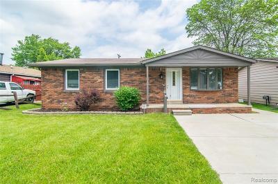 Harrison Twp MI Single Family Home For Sale: $139,900