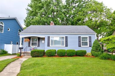 Berkley Single Family Home For Sale: 2327 Oakshire Avenue