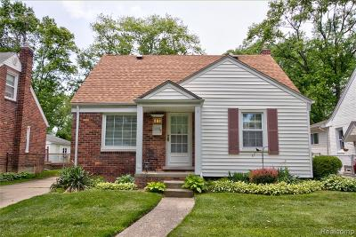 Royal Oak Single Family Home For Sale: 2935 N Altadena Avenue