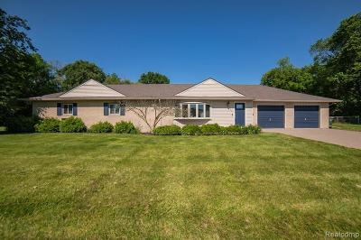 Garden City, Plymouth, Canton Twp, Livonia Single Family Home For Sale: 1843 Oakview Drive