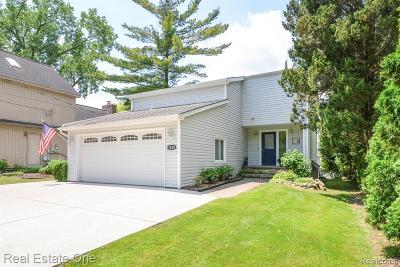 Wolverine Lake Vlg Single Family Home For Sale: 1629 Shankin Drive
