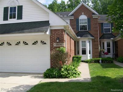 Wixom Condo/Townhouse For Sale: 2674 Bass Wood Lane #36
