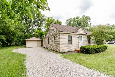 Farmington Hills Single Family Home For Sale: 33679 Colfax Street