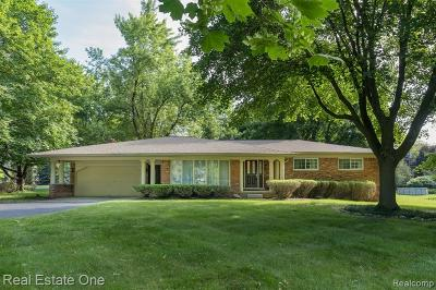 Rochester Hills Single Family Home For Sale: 2816 New England Drive