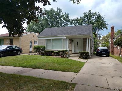 Oakland County Single Family Home For Sale: 21911 Avon Road