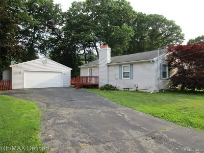 Waterford Twp Single Family Home For Sale: 5553 Pleasant Drive