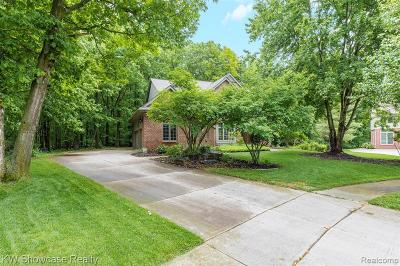 West Bloomfield Twp Single Family Home For Sale: 4817 Autumn Hill Court