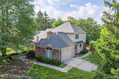 Rochester Hills Single Family Home For Sale: 3560 Charlwood Drive