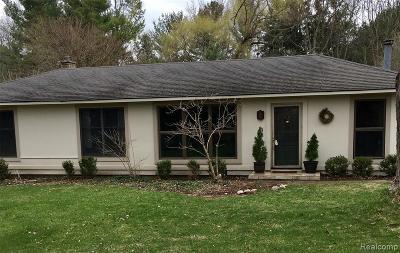 Oakland Twp Single Family Home For Sale: 900 E Gunn Road