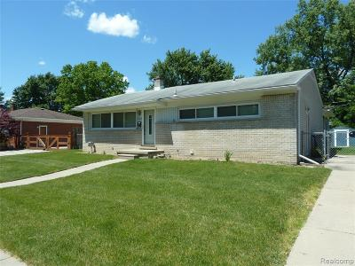 St. Clair Shores, Harrison Twp, Roseville, Clinton Twp Single Family Home For Sale: 22523 E Price Dr