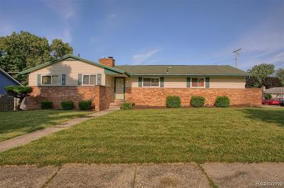 Auburn Hills MI Single Family Home For Sale: $189,900