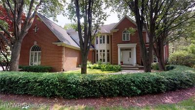 Rochester Single Family Home For Sale: 5240 Stonehenge Drive