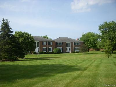 Bloomfield Twp Condo/Townhouse For Sale: 670 E Fox Hills Drive