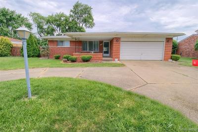Warren Single Family Home For Sale: 11131 E 12 Mile Road