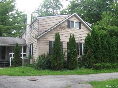 Farmington, Farmington Hills Single Family Home For Sale: 27423 W Twelve Mile Road