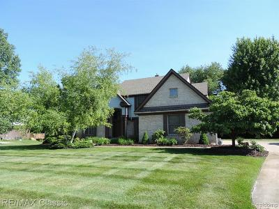 Highland Twp Single Family Home For Sale: 585 Gleneagles