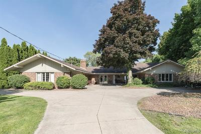 Grosse Ile Twp Single Family Home For Sale: 17775 Parke Lane