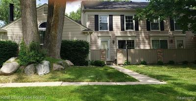 Rochester Hills Condo/Townhouse For Sale: 1202 Kings Cove Drive