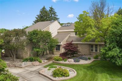 West Bloomfield Twp Single Family Home For Sale: 2136 Fawnwood Way