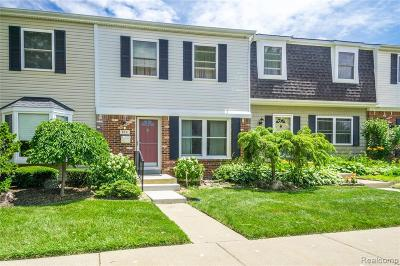 Rochester Hills Condo/Townhouse For Sale: 910 Little Hill Court