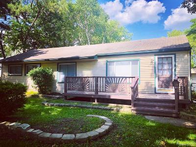 Warren Single Family Home For Sale: 24460 Antoinette Avenue