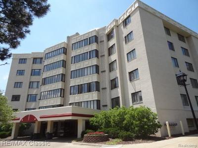 Novi Condo/Townhouse For Sale: 43050 12 Oaks Crescent Drive