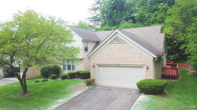 Farmington, Farmington Hills Condo/Townhouse For Sale: 35599 Woodfield Drive #12