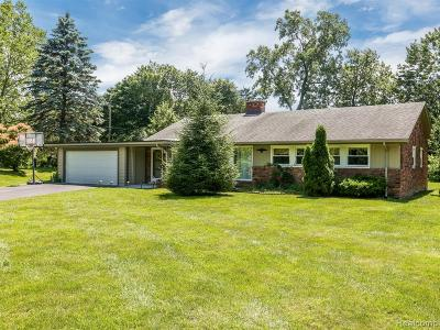 Bloomfield Twp Single Family Home For Sale: 2770 Colonial Trail