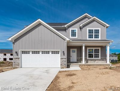 Holly Single Family Home For Sale: 363 Otter Run