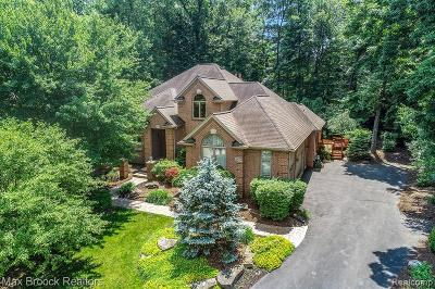 West Bloomfield Twp Single Family Home For Sale: 3476 Fox Woods Court