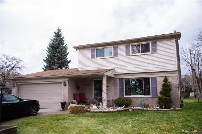 Warren Single Family Home For Sale: 30615 Scrivo Drive